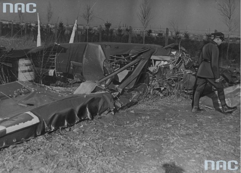 Szczątki samolotu PWS-19 rozbitego na Rakowcu w czasie oblatywania