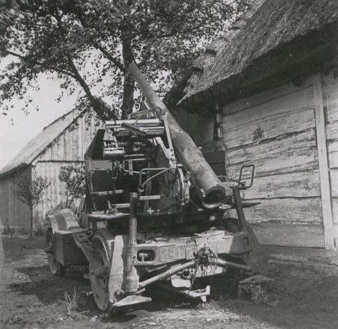 Zdobyte przez Niemców De Dion-Bouton w 1939 roku