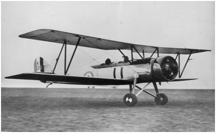 Samolot oryginalny Avro Tutor. Łatwo zauważyć różnice kształtu płata, zawieszenia samolotu i osłony silnika, względem PWS-18