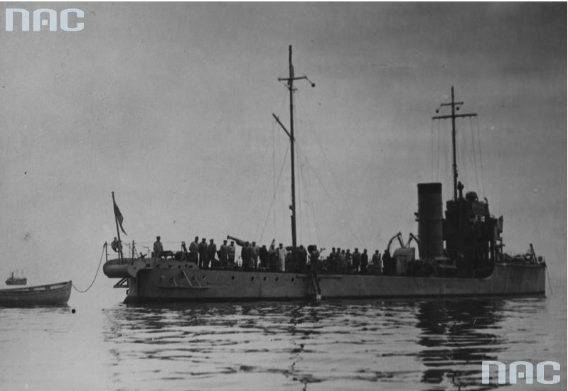 """Torpedowiec ORP """"Mazur"""" opuszcza port w drodze do Skandynawii"""