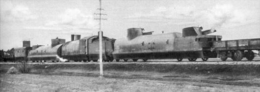 """""""Danuta"""" w późnych latach 20-tych. Lokomotywa Ti3 we wczesnej wersji. Wagon szturmowy posiada dużą wieżę obserwacyjną, a wagony artyleryjskie nie mają jeszcze km-ów plot."""