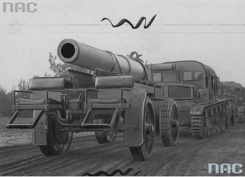 Ciągnik artyleryjski C7P z przyczepą do przewozu lufy moździerza 220mm wz.32