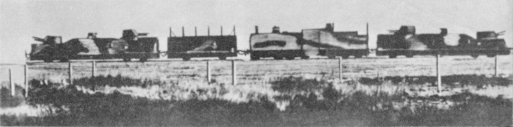 Pociąg pancerny Danuta z 1939. Kolejno od lewej: wagon artyleryjski, wagon szturmowy, parowóz pancerny, wagon artyleryjski. Na zdjęciu brak platform kolejowych i drezyn