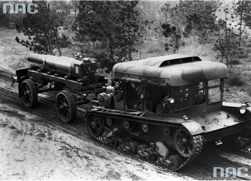 Ciągnik artyleryjski C7P z przyczepą do przewozu lufy moździerza 220 mm wz. 32
