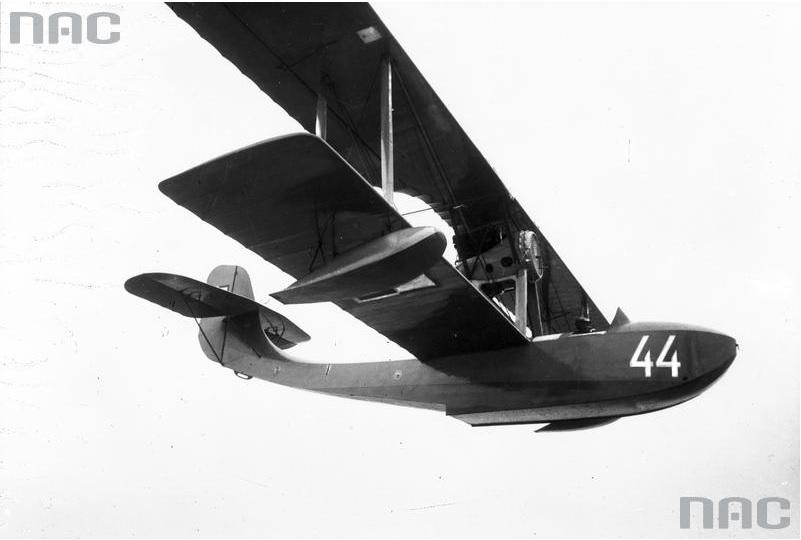 Samolot-amfibia FBA 17H w locie