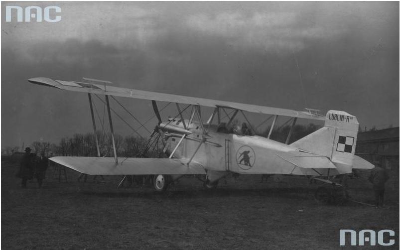 Samolot Lublin R-VIII na lotnisku
