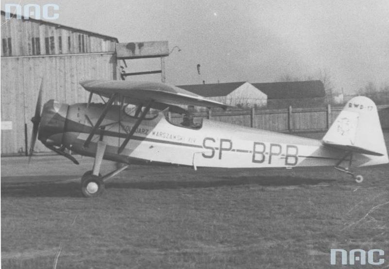 Przekazanie Marynarce Wojennej samolotu RWD-17 ufundowanego przez Kolejowy Okręg Warszawski