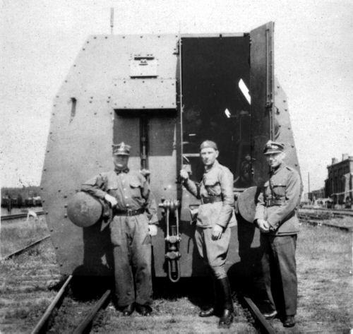 Zdjęcie wagonu motorowego podczas ćwiczeń w Pilawie w 1934