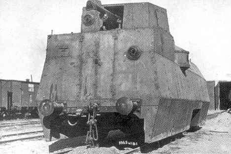 Pancerny wagon elektrospalinowy, zapewne podczas prób, jeszcze bez bocznych jarzm karabinów maszynowych [CAW]