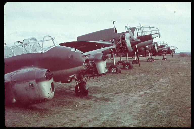 Drugi prototyp Wyżła przejęty przez Niemców. Rzuca się w oczy uszkodzenie podwozia i brak śmigieł