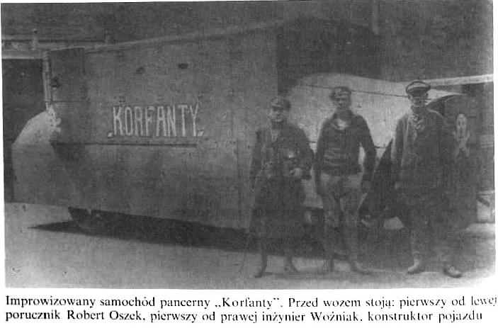 Samochód pancerny Korfanty. Od lewej porucznik Robert Oszek, od prawej inżynier Woźniak, konstruktor pojazdu
