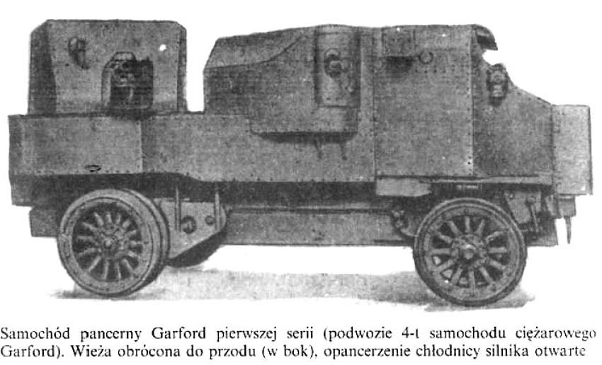 Samochód pancerny Garford pierwszej serii (podwozie 4t samochodu ciężarowego Garford). Wieża obrócona do przodu (w bok), opancerzenie chłodnicy silnika otwarte