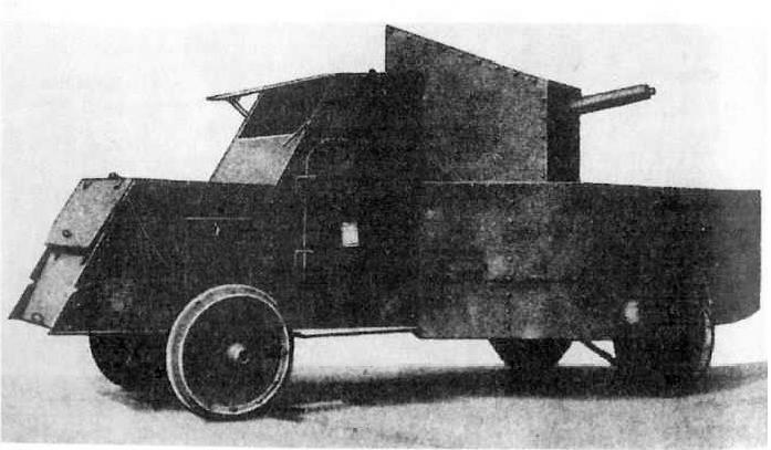 Samochód pancerny Packard. Na zdjęciu zdobyty przez Niemców i przezbrojony w 20 mm automatyczne działko Beckera