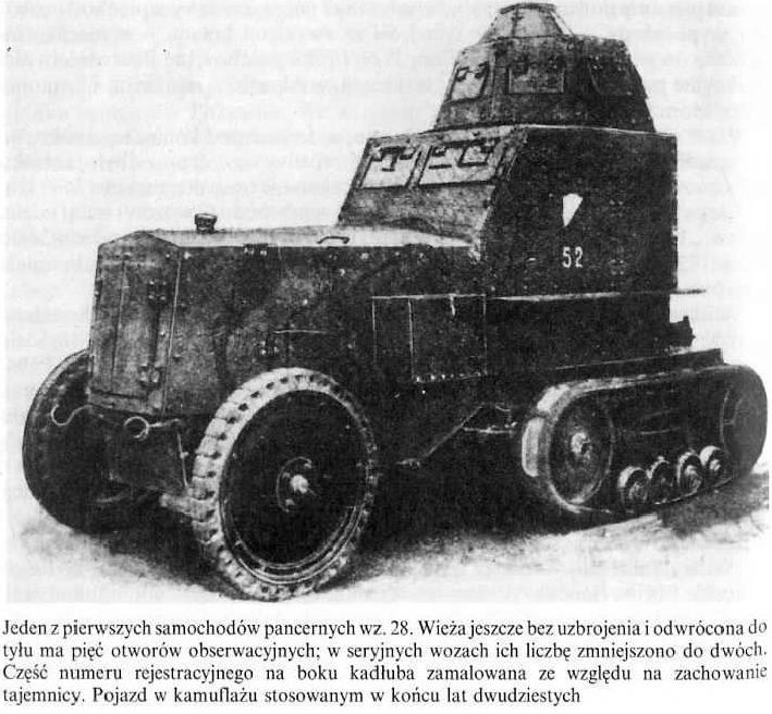 Jeden z pierwszych samochodów pancernych wz.28. Wieża jeszcze bez uzbrojenia i odwrócona do tyłu ma pięć otworów obserwacyjnych; w seryjnych wozach ich liczbę zmniejszono do dwóch.
