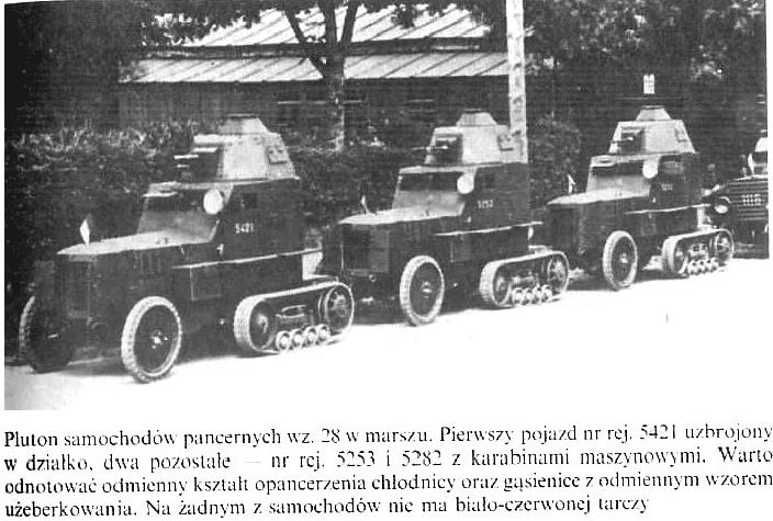 Pluton samochodów pancernych wz.28 w marszu. Pierwszy pojazd nr rej. 5421 uzbrojony w działko, dwa pozostałe - nr rej.5253 i 5282 z karabinami maszynowymi.