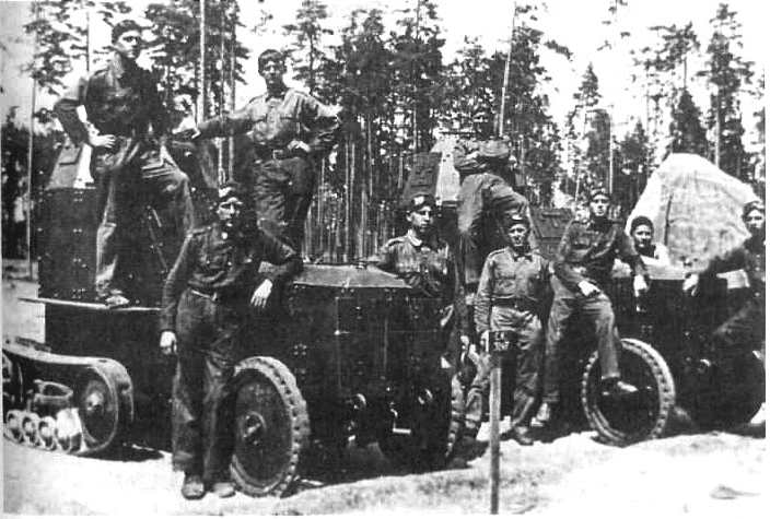 Park samochodów pancernych wz.28 z 1 Dywizjonu Samochodów Pancernych w Brześciu na poligonie Leśna pod Baranowiczami