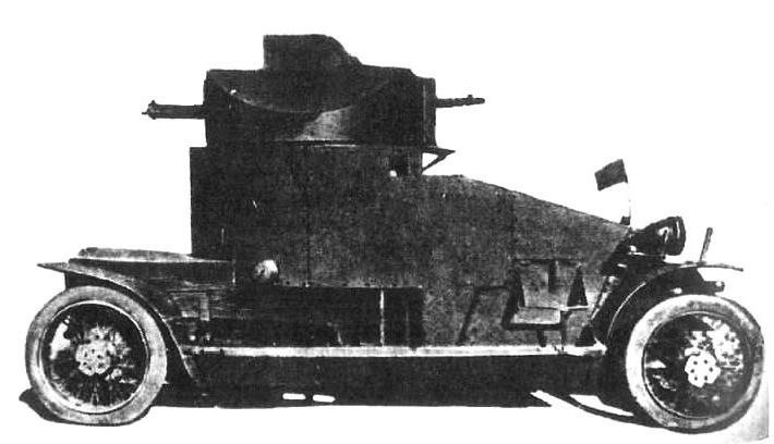 Przebudowany w Rosji samochód pancerny Lanchester. Zwraca uwagę dodatkowa kopułka na wieży, inne uzbrojenie, zmienione błotniki i pojemniki