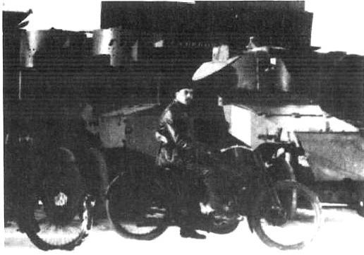 Samochód pancerny Lanchester przebudowany w Rosji i przezbrojony w 37 mm armatkę Hotchkiss. Na zdjęciu wóz z oddziału pancernego Armii Czerwonej