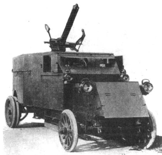 """Pierwszy wygląd samochodu pancernego Peerless z 40 automatycznym działkiem przeciwlotniczym Vickersa zwanym """"pom-pom"""""""
